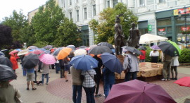 Bizonyítványosztó tüntetés 2016.06.11. Nyíregyháza