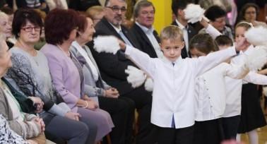 Székesfehérváron a nyugdíjasoknak tartottak karácsonyi ünnepséget