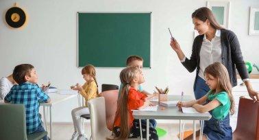 PSZ: az állam éveket töröl ki a pedagógusok szakmai életútjából
